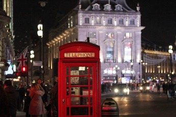 piccadilly-circus-2781570_1920.jpg